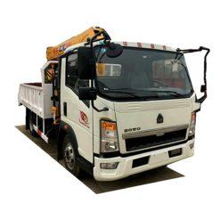 Sinotruk HOWO 3 ton mini truck crane