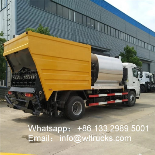 Chip Sealer asphalt truck
