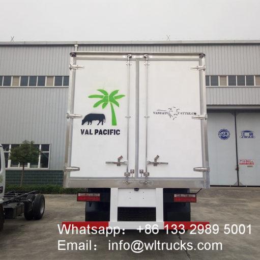 DFAC 20ft freezer refrigerated truck