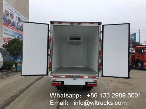 Dongfeng 1.5 ton refrigerator truck