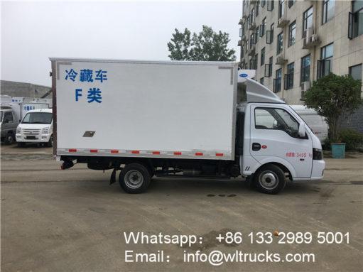 Dongfeng refrigerator freezer truck
