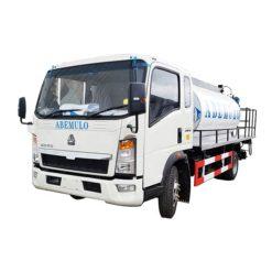 HOWO 4m3 small asphalt distributor truck