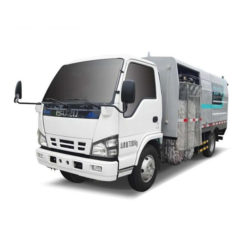 Japan ISUZU 4m3 to 8m3 city road guardrail washing truck