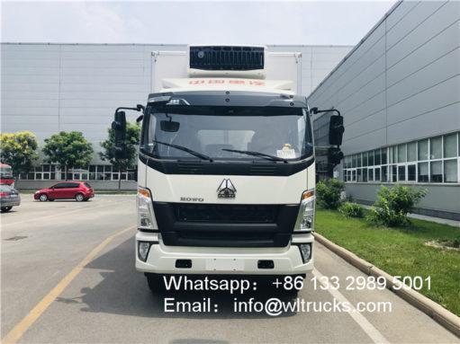 Sinotruk howo 10 ton to 12ton refrigerator truck