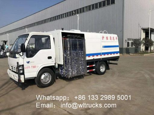Japan ISUZU 4m3 to 8m3 city road guardrail washing truck
