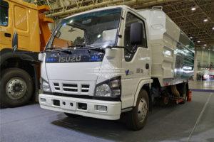 Japan Isuzu 6 ton vacuum cleaner truck