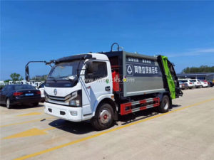 Dongfeng rear sealed garbage compactor truck