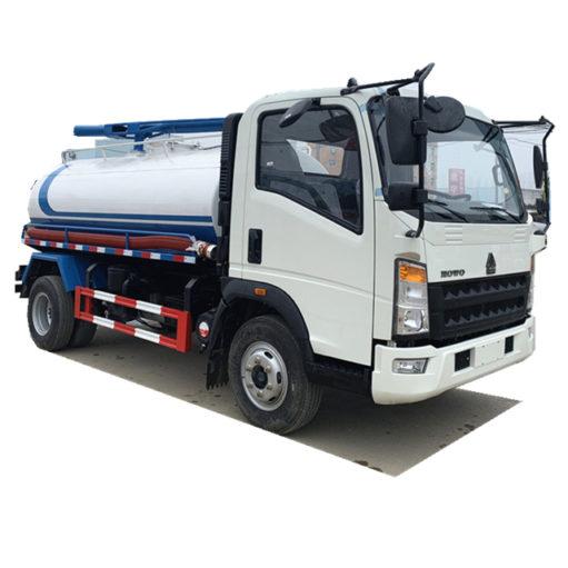 Sinotruk Howo 8000 liter vacuum fecal suction truck