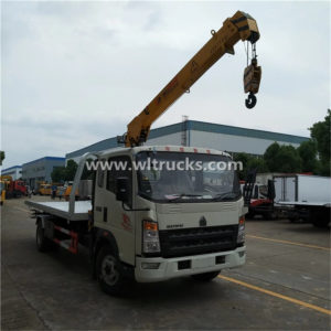 HOWO 5 ton Recovery Truck with crane
