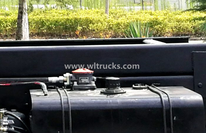 Picture of truck crane hydraulic oil tank return oil filter