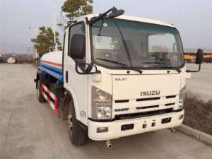 Isuzu Npr 6000L water sprinkler truck