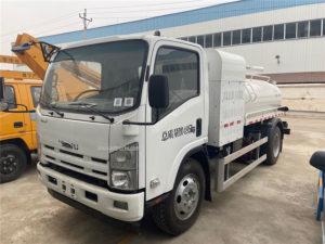 Isuzu brand 8000L Fecal suction truck