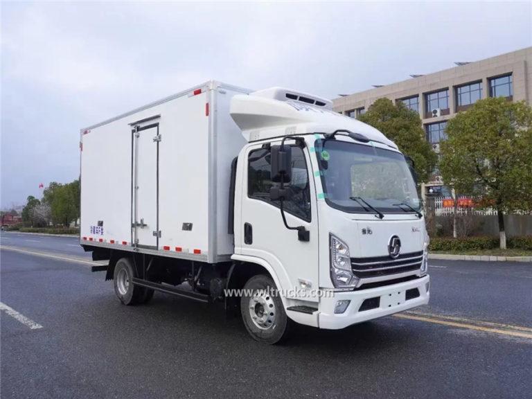 Dongfeng 6 Tons Small Freezer Box Food Refrigerator Truck