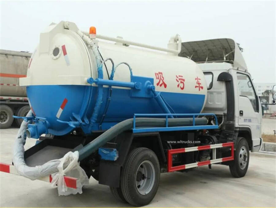 Forland 5000L vacuum sewage suction truck