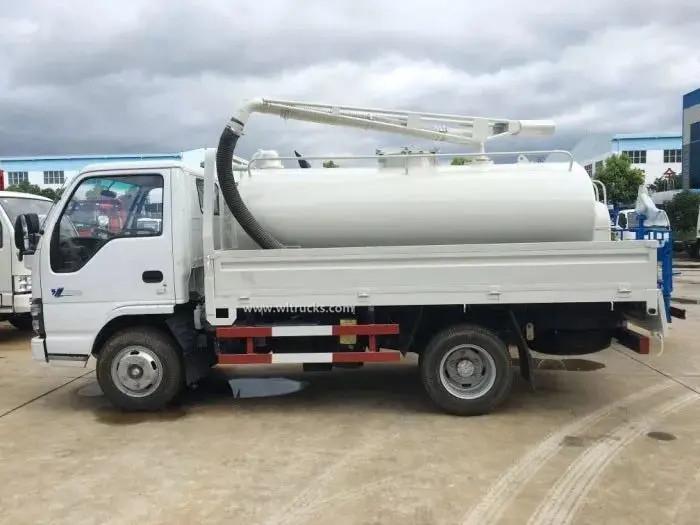 ISUZU NKR 5000liters toilet vacuum truck