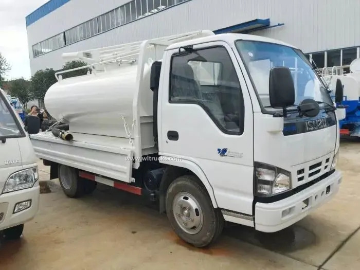 ISUZU NKR 5cbm vacuum fecal suction truck