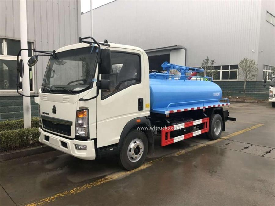 Sinotruk HOWO 5000L toilet vacuum truck