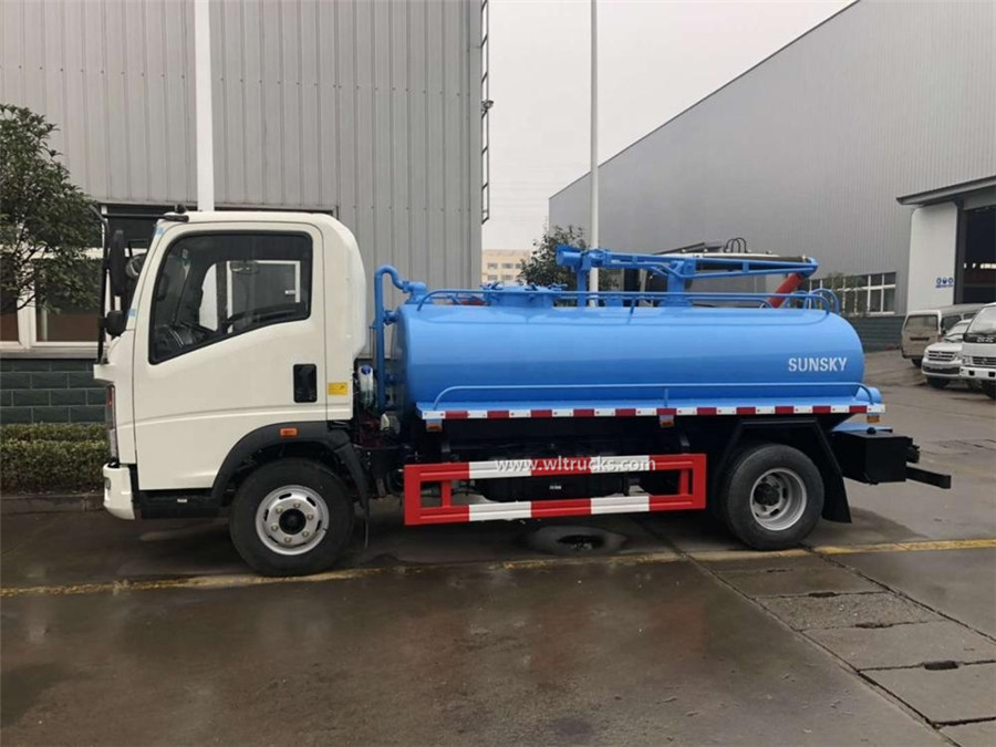 Sinotruk HOWO 5000liters excrement suction truck