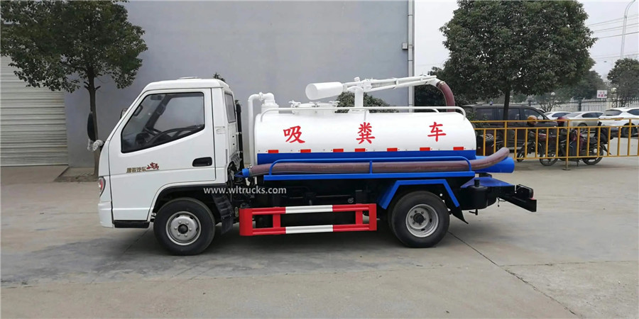 T-KING 3000 liters vacuum fecal suction truck