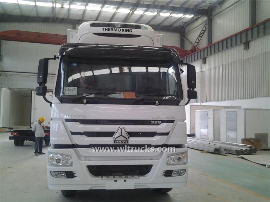 10 tire HOWO 45m3 mobile fridge truck