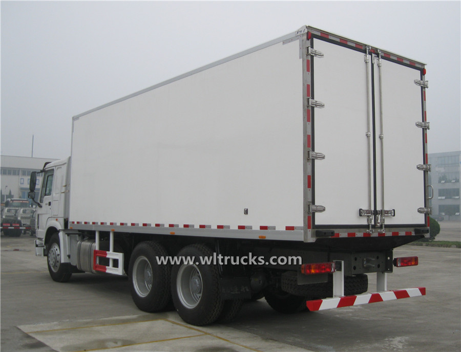 20t HOWO reefer container truck