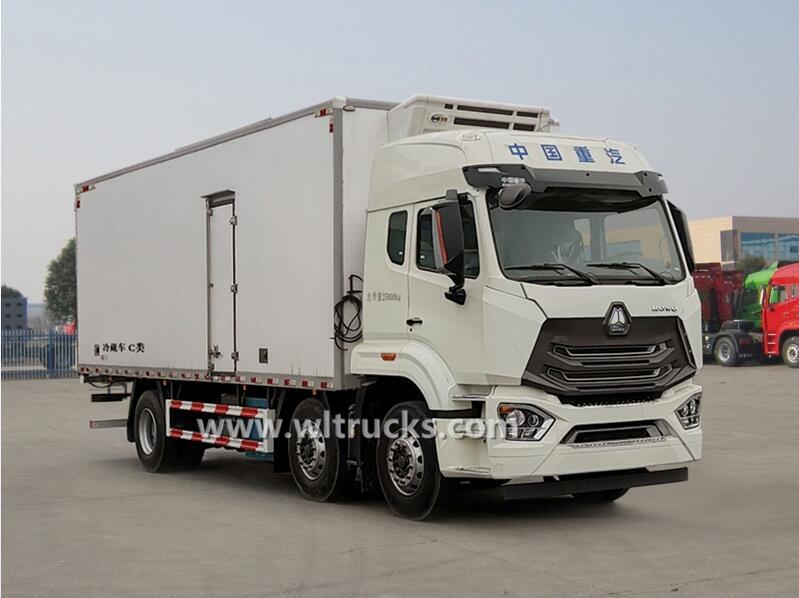 6x2 Sinotruk Hohan 28ft refrigerated cargo truck