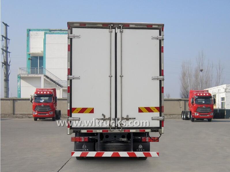 8 wheel Sinotruk Hohan 8.6meters freightliner fridge truck